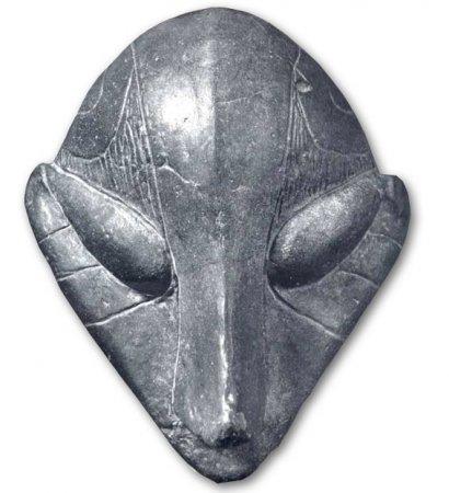 На фото каменное лицо идола из Приштины. 18 cм