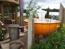 Ванна с горячей и чистой водой на природе, в хорошей