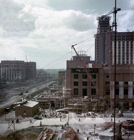Строительство МГУ в цвете. Фото.