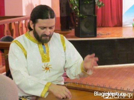 Гусляр Владимир ВладимировГусли — струнный музыкальный