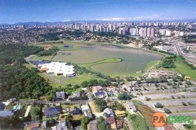 Город-утопия в Бразилии, где в лесах живет много диких...