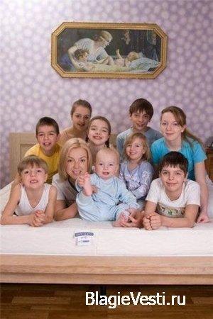 Ирине Бочай всего 33, а она счастливая мамочка аж девятерых детишек!